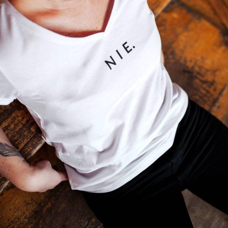 animush t-shirt biały z nadrukiem nie