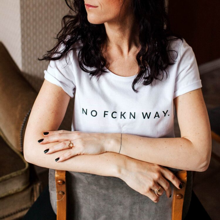 animush t-shirt biały z nadrukiem no fckn way