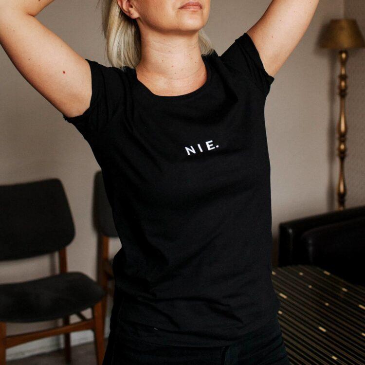 animush t-shirt czarny z nadrukiem nie