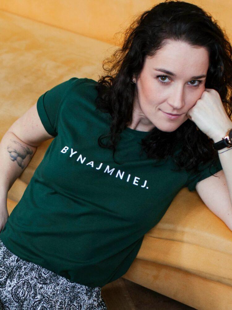 animush t-shirt zielony z nadrukiem bynajmniej